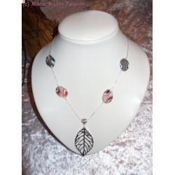 Collier Feuille et perles roses et grises