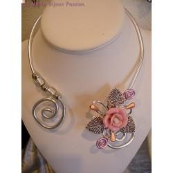 Collier fil alu fleur rose
