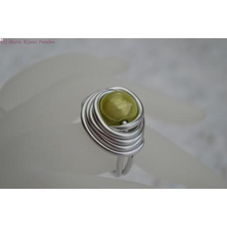 Bague en fil alu perle magique verte