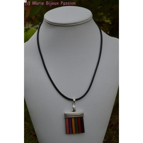 Collier en cuir multicolore
