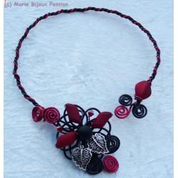Collier en fil alu rouge et noir