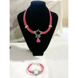 Collier en cuir rose