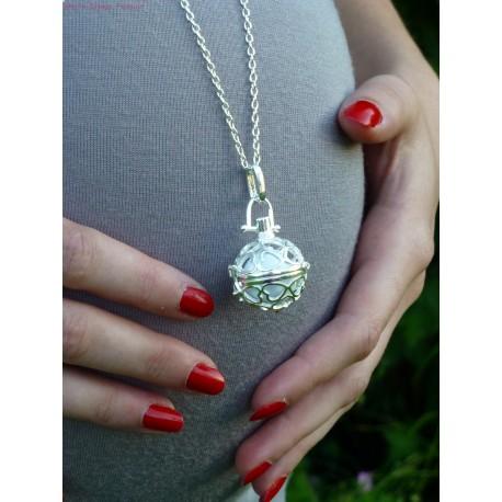 collier avec boule pour femme enceinte