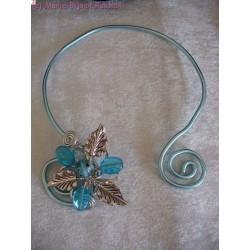 Collier fil alu perles en verre bleues