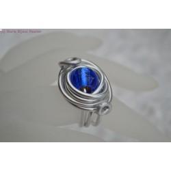 Bague en fil alu perle en verre bleue