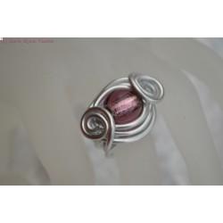 Bague en fil alu perle en verre rose