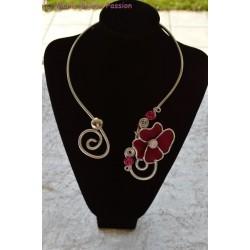 Collier en fil alu fleur rose